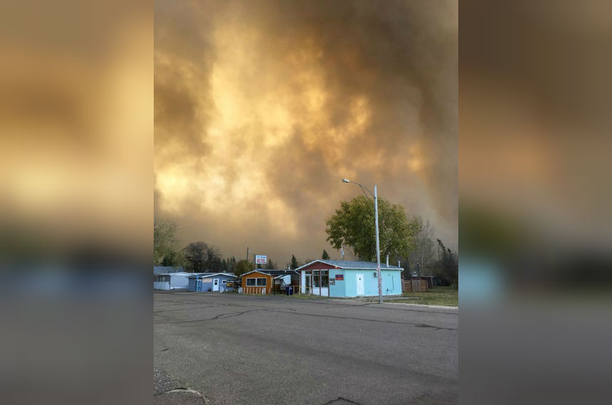 Sask. wildfire evacuees travel to Kindersley for safety
