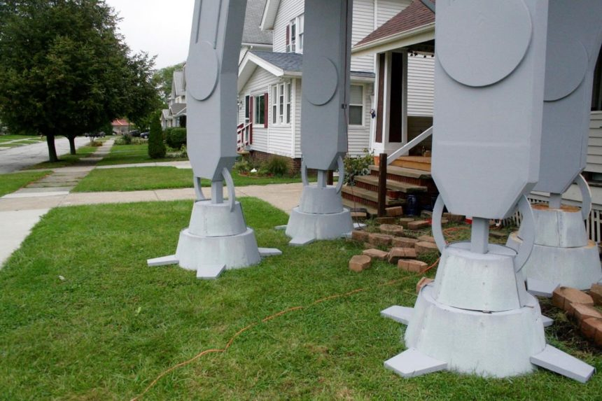 2-story 'Star Wars' replica in yard for Halloween is big hit