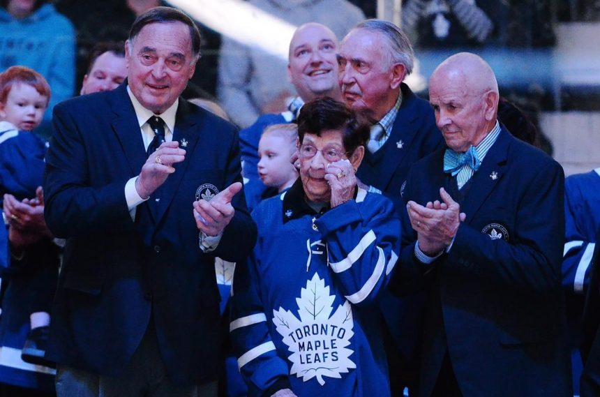 Bower's grandson and Leafs president Shanahan to pay tribute to late goalie