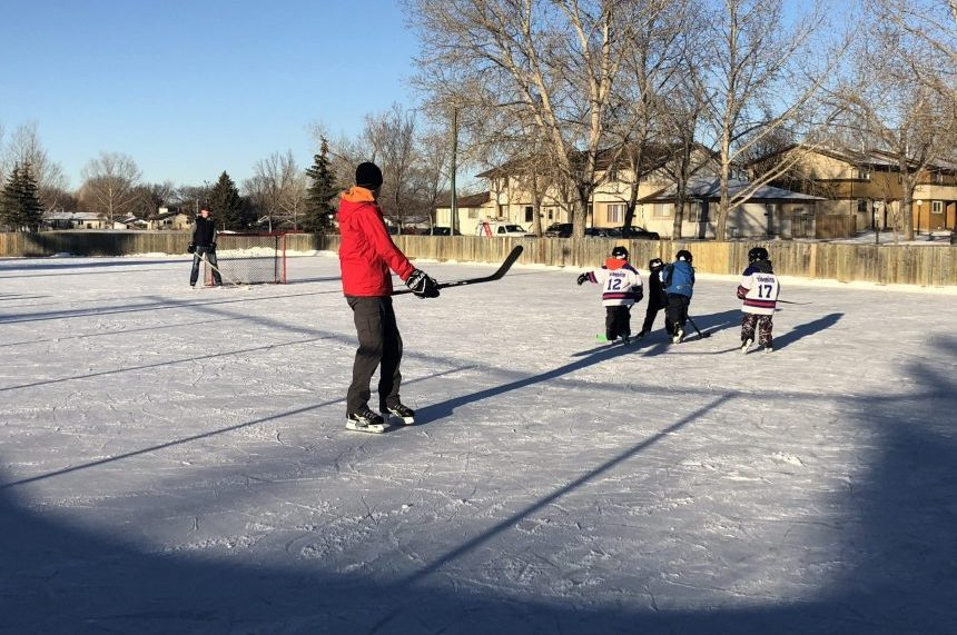 'The feeling of nostalgia:' Regina families visit outdoor rink