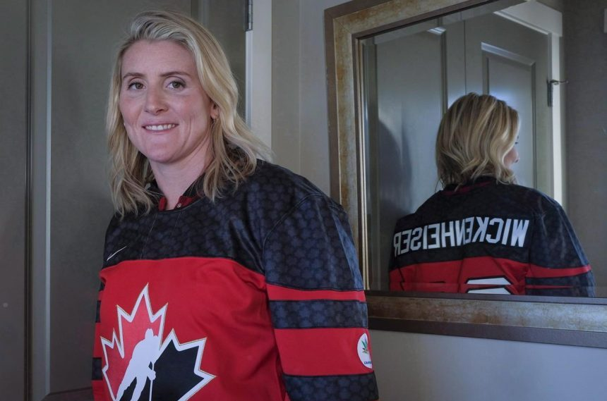 Former women's hockey star Wickenheiser to donate brain to concussion research