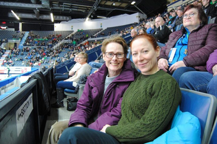 Coming home: Daughter gives mom a surprise at the Brier