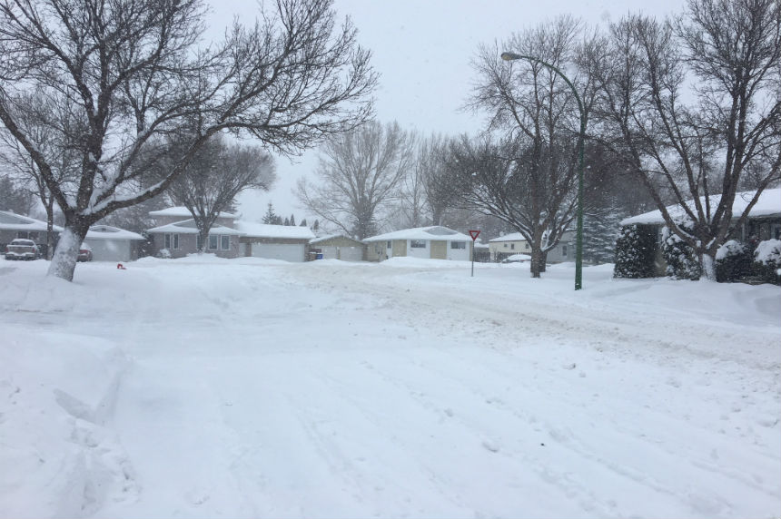 Snowfall warning ends as south Sask. keeps digging out