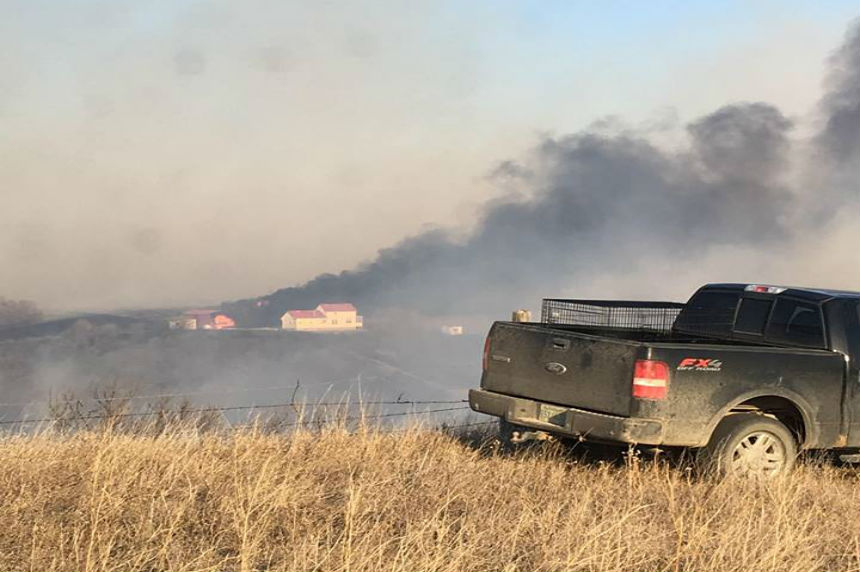 'A real blessing:' Communities rally to save homes from grass fire