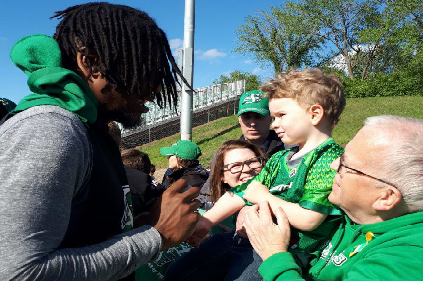 O-Line thrills fans and other notes from Green and White Day