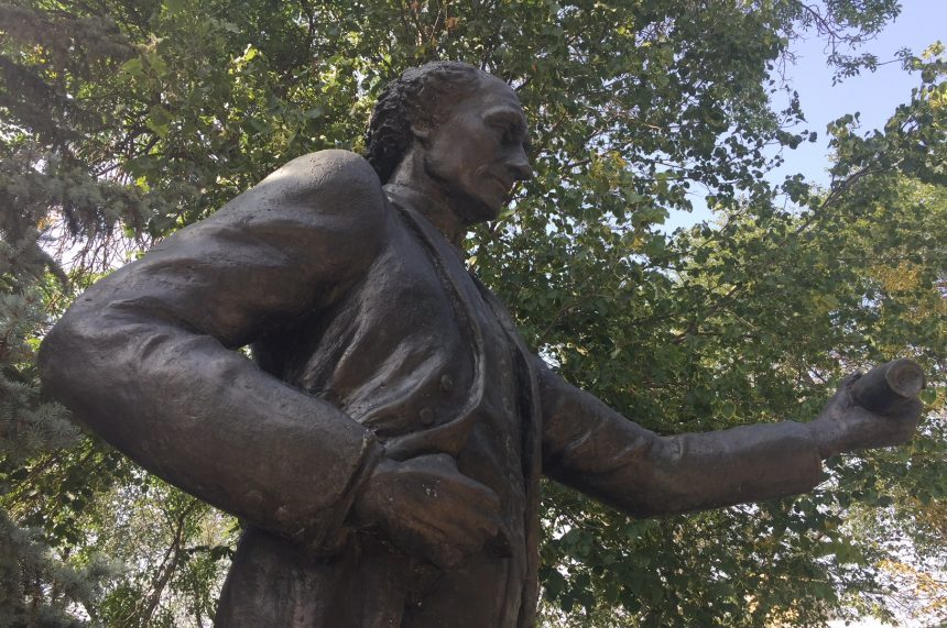 Regina man claims he painted red hands on John A. MacDonald statue