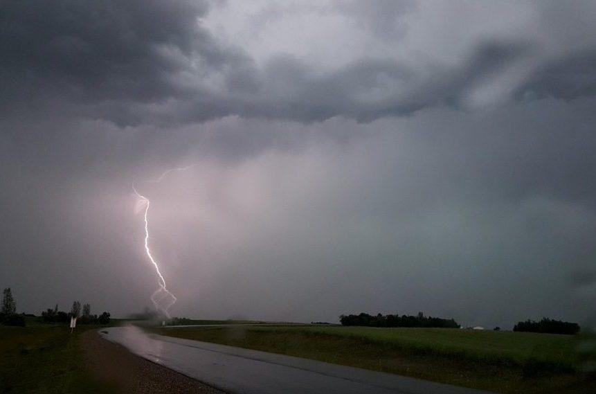 Regina wakes up to rain, lightning and thunder
