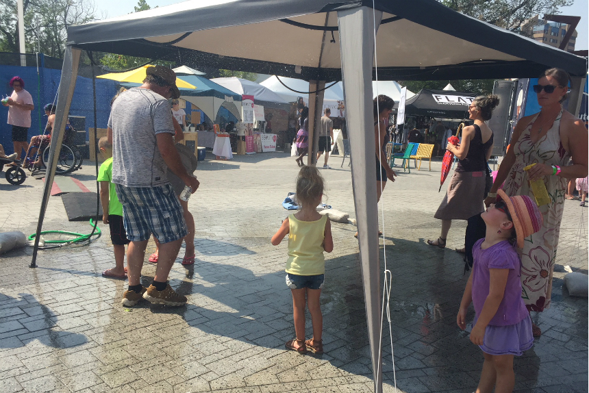 Record highs, misting station: this year's Folk Fest combination