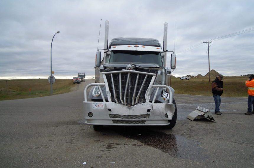 RCMP investigate who had right of way in Kerrobert semi, bus crash