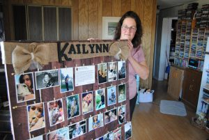 Sandra Larose - ls - Larose holding a poster with Kailynn's pictures that was made for her - Oct 18 2018 - 2