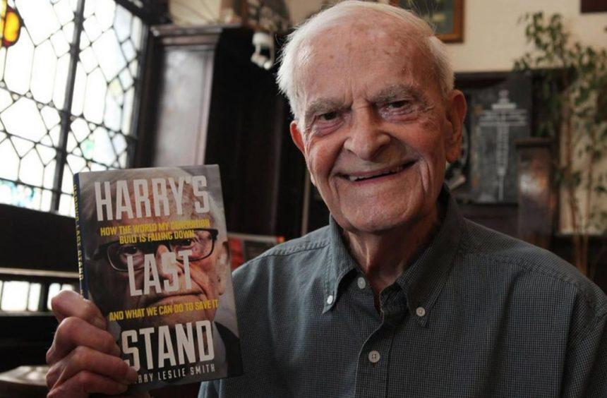 Virtual vigil held for 95-year-old war vet and international Twitter sensation