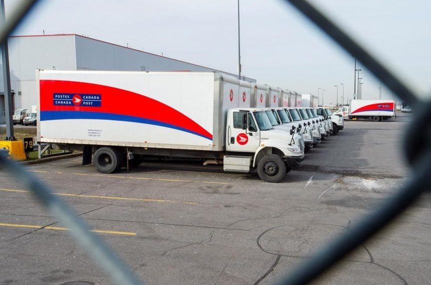 No settlement imminent despite frenzied email exchange over Canada Post offer