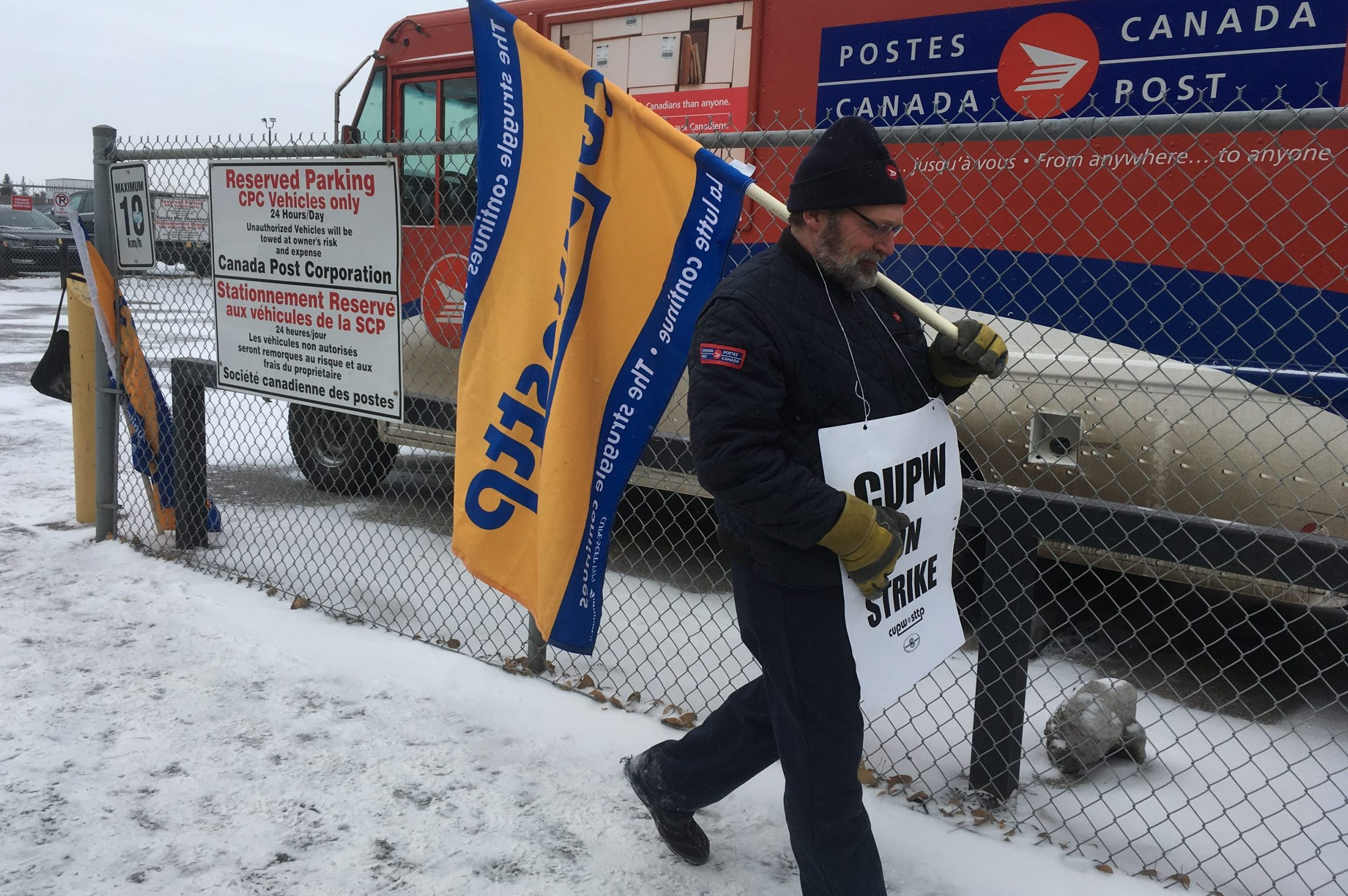 Senate passes back-to-work bill for postal workers