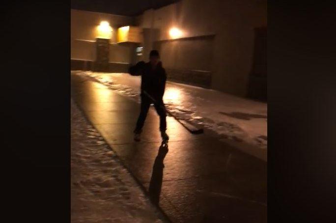 VIDEO: Regina sidewalk skater makes the best of freezing rain