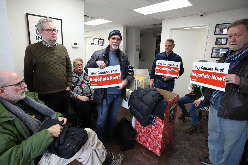 Senate adjourns vote on Canada Post back-to-work bill until Monday