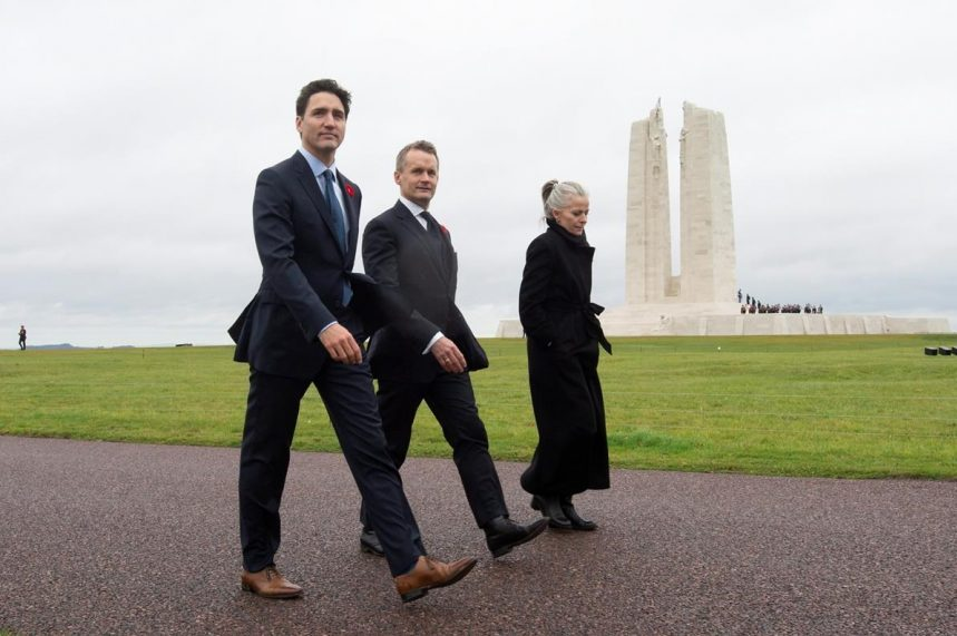 Trudeau visits Vimy ahead of world leaders gathering for Paris peace forum