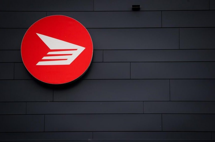Canada Post back-to-work bill passed during late night Commons sitting