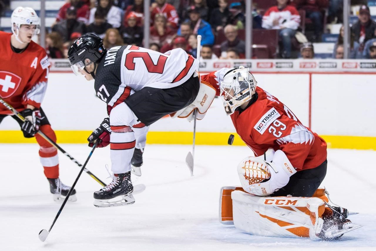 Dobson scores winner, Canadians down Swiss 3-2 at world juniors