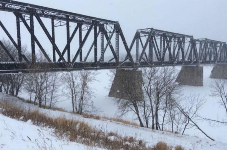 2 women rescued from ice under rail bridge in Prince Albert