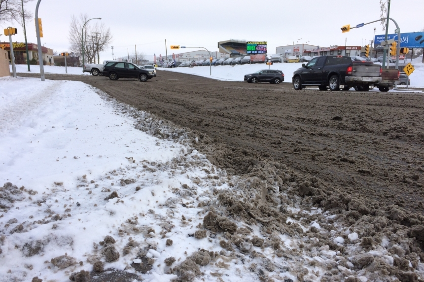 15 car crashes within hours of first big snowfall in Regina