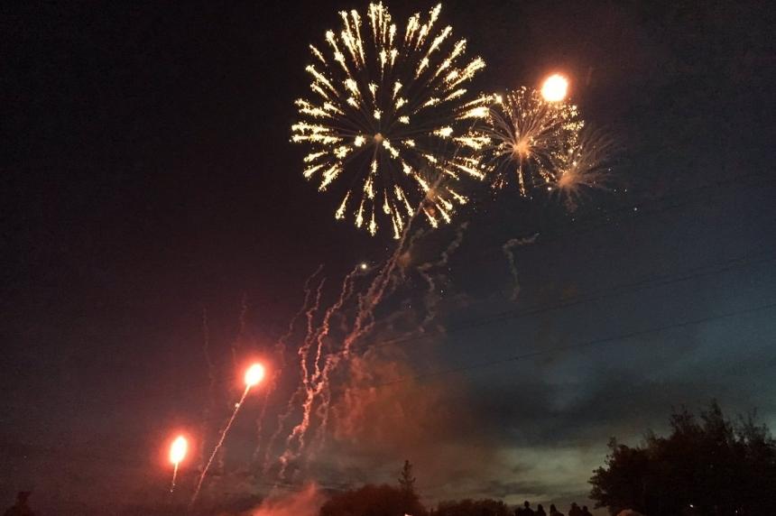 Canada 150: Thousands take in Saskatoon fireworks display