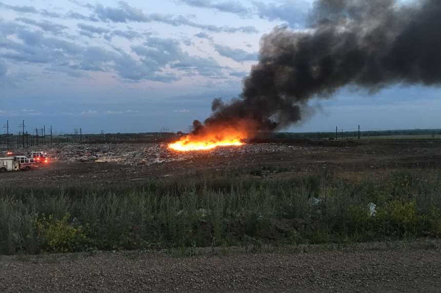 Saskatoon fire crews battle landfill blaze