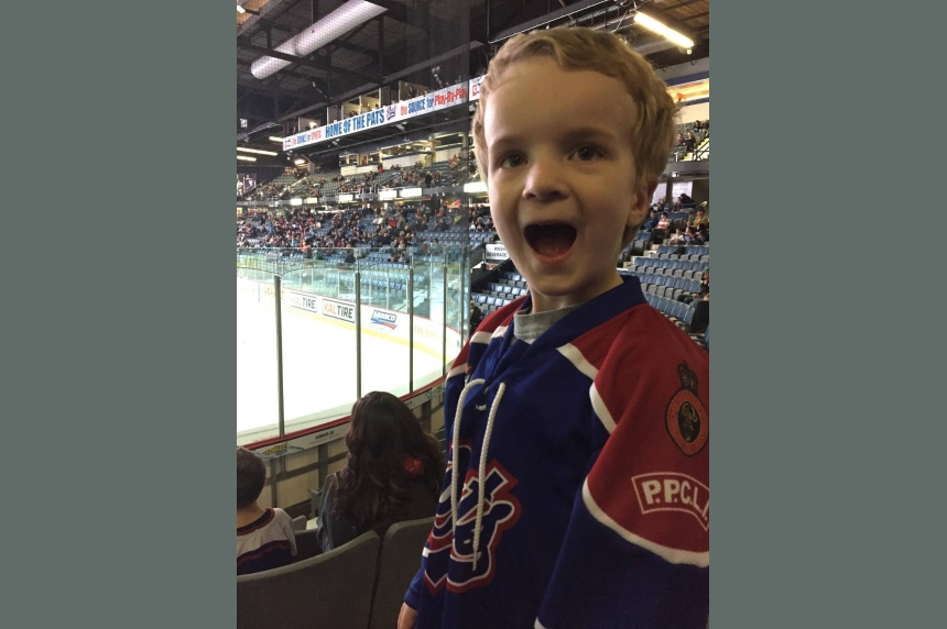 'I would fall all the time:' Pats Sam Steel encourages 3-year-old fan to keep skating