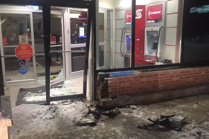 Regina man drives car into Scotiabank in attempted robbery