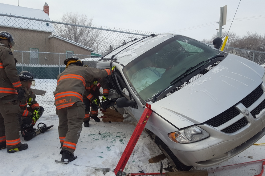 Driver trapped in van after 2-vehicle crash in Saskatoon