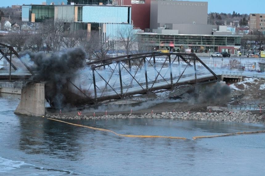 Remaining span of Saskatoon's old Traffic Bridge won't be blown up