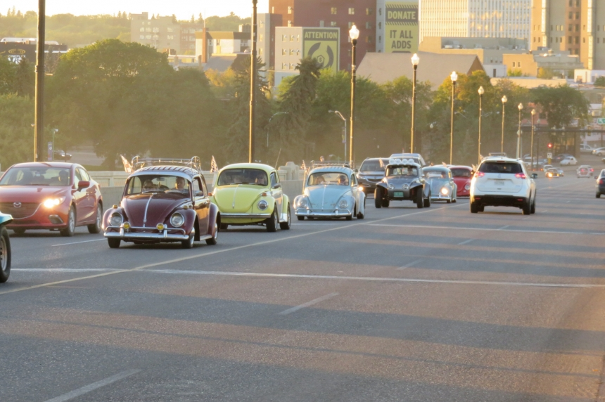 Classic VW owners hold 'Slow Cruz' to honour Circle Dr. crash victim