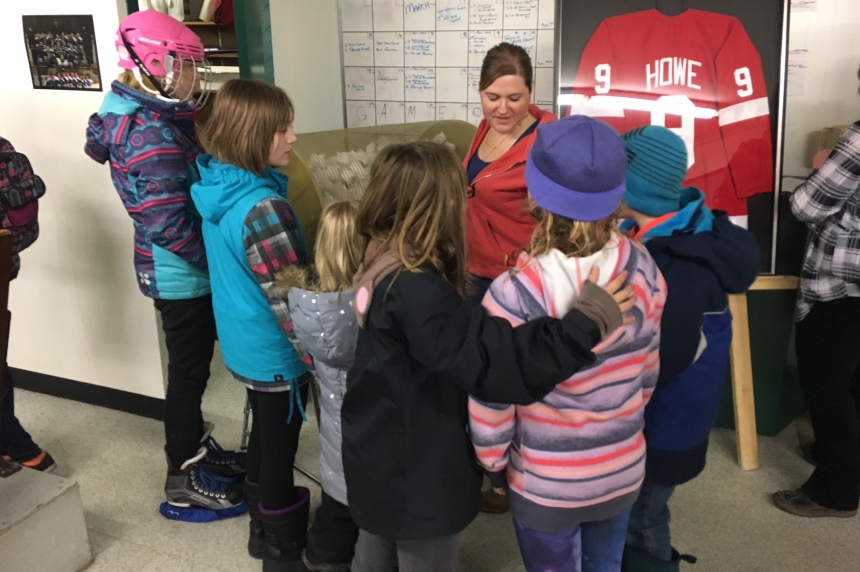 Asquith raffle raises $17,000 for rink after Howe jersey stolen