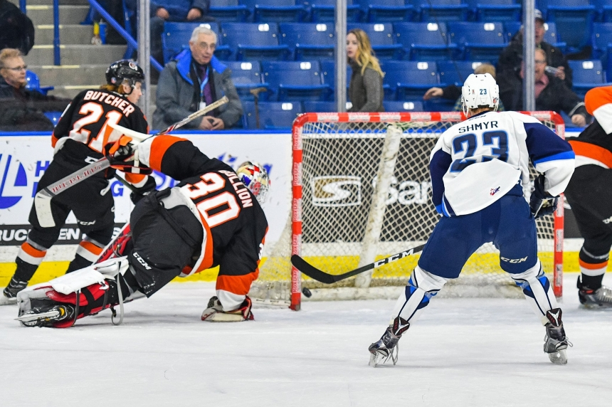 Blades win third straight, move into playoff spot