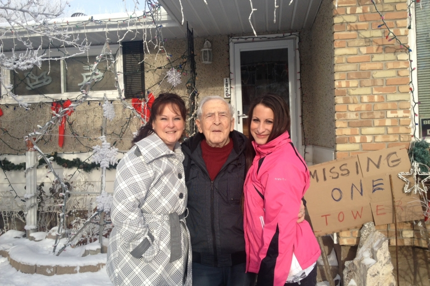 Strangers chip in to replace stolen Christmas decoration for Regina man