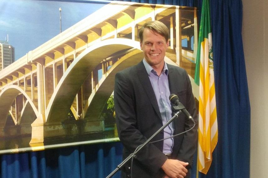 Saskatoon mayor commends Wall on 10 years of leadership