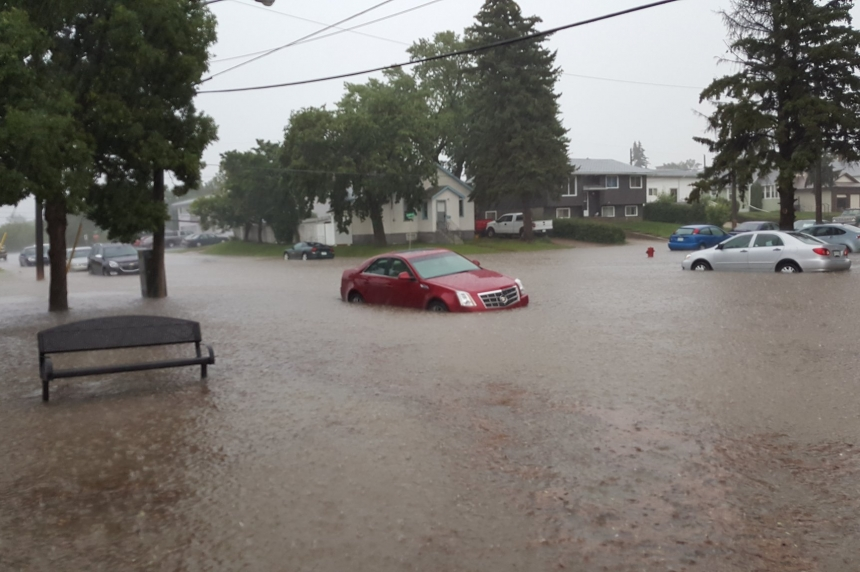Heavy rain causes flooding in Swift Current