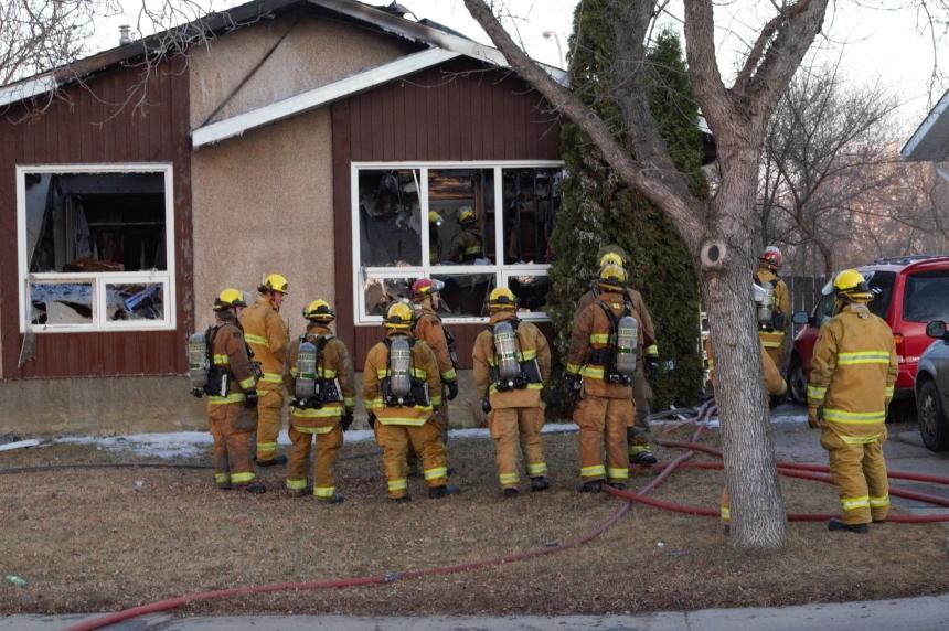 Early morning blaze sends 5 to hospital in Regina