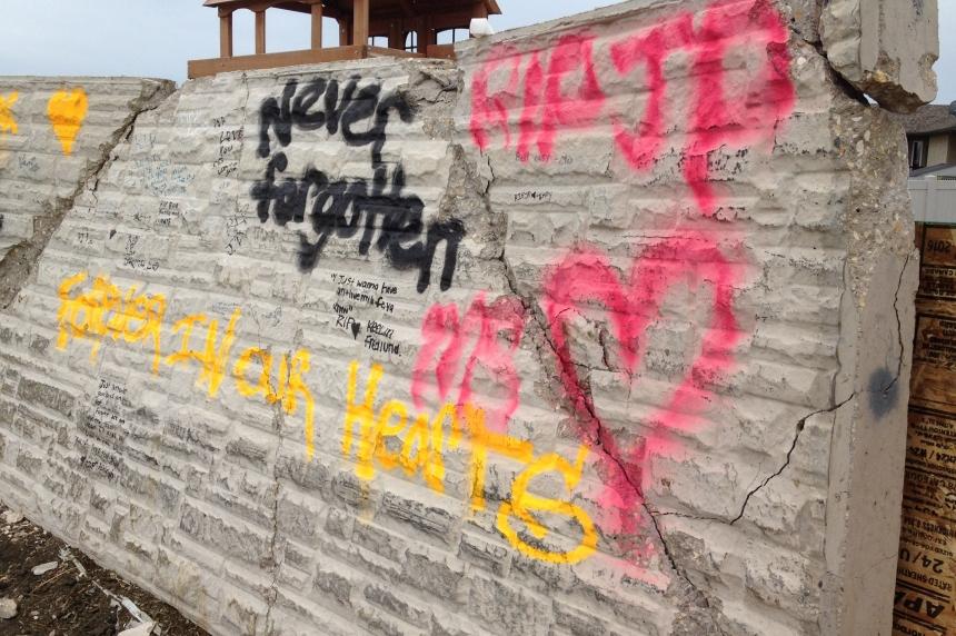 Memorial emerges at site of fatal Regina crash