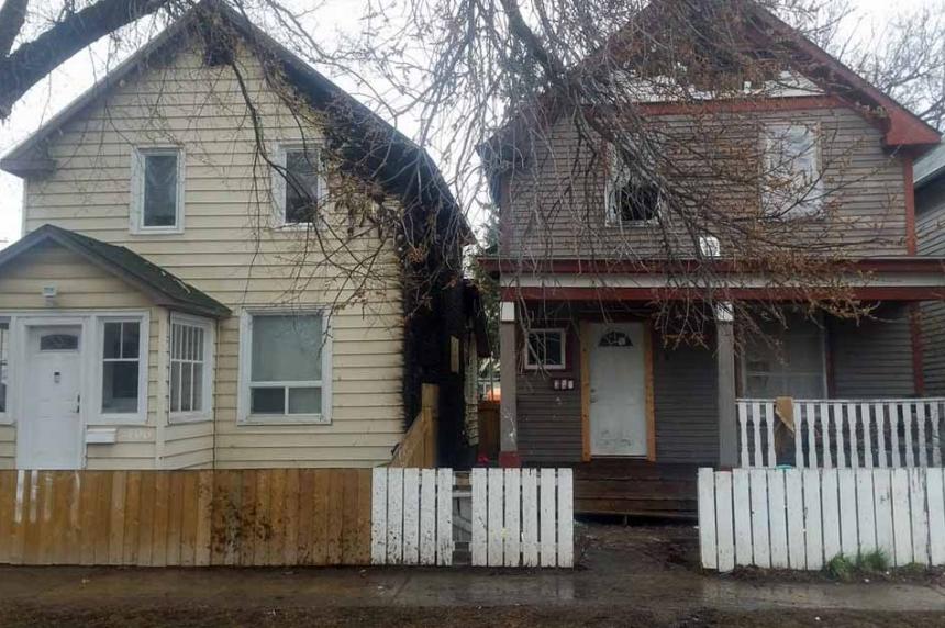 Pair of fires damage neighbouring homes in Saskatoon