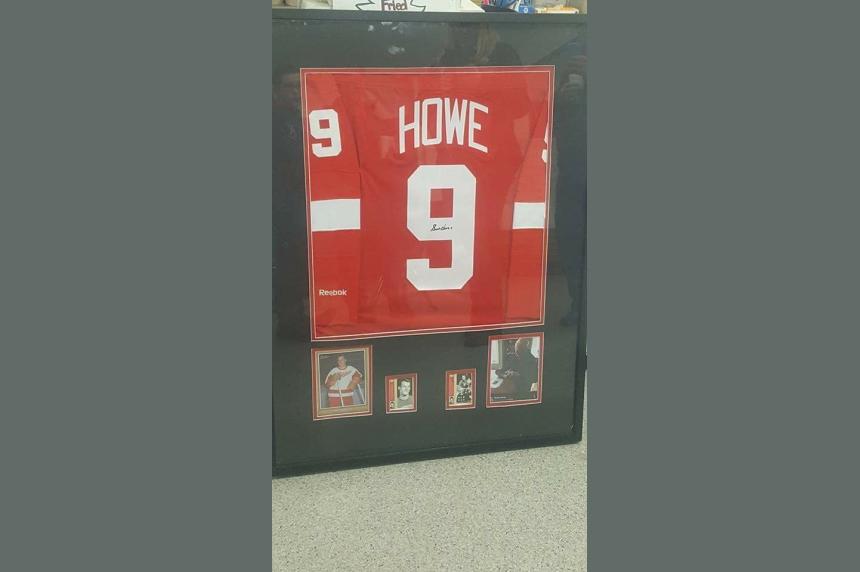 Autographed Gordie Howe jersey stolen from Sask. hockey arena