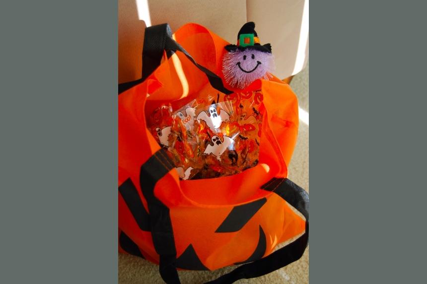 Lloydminster parents find pills in Halloween candy