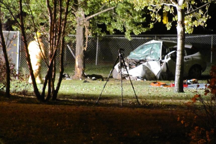Car hits tree in fatal Regina crash