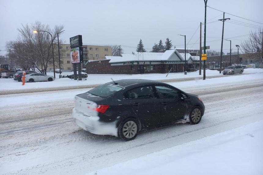 Winter blast leaves Saskatoon with fresh snow, rest of Sask. with icy roads
