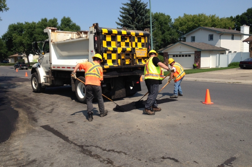 Laying asphalt on sweltering days one of Regina's hottest jobs