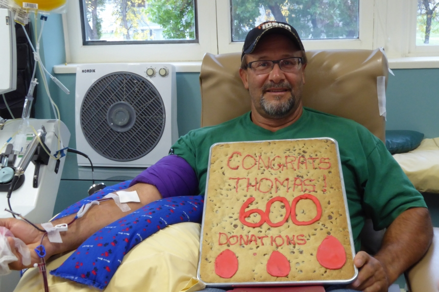 Regina man gives blood for the 600th time