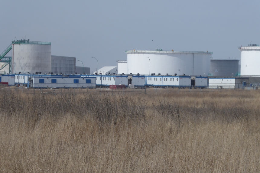 Refinery brings in housing trailers as labour disruption looms