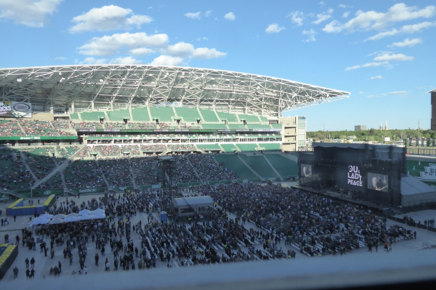 Thousands help Regina Rock Mosaic for test event at stadium