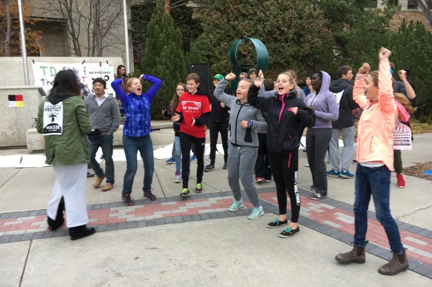 School board responds to student rally against Dakota Access Pipeline in Saskatoon