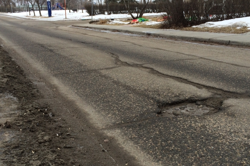 Regina crews ready to switch from pothole patching back to snow clearing