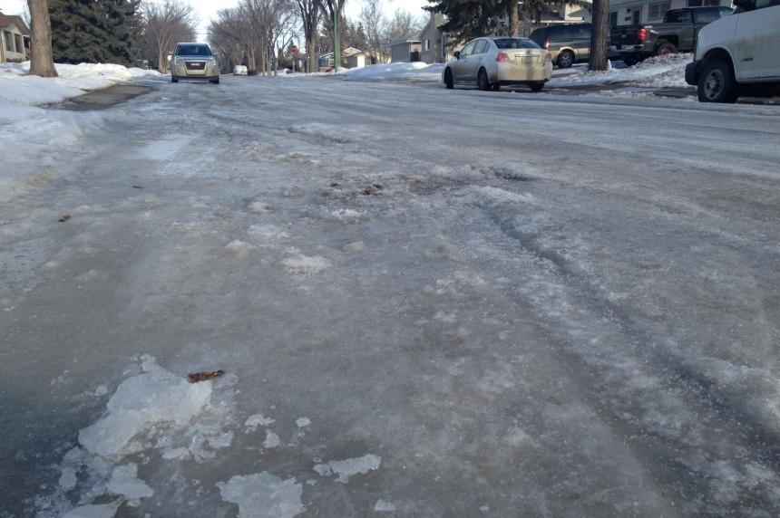 Battling icy roads: Regina to test liquid salt in 2016